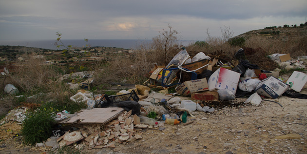 A pile of trash outside Naxxar