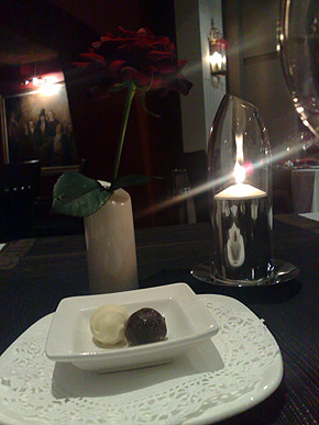 Roses, candles, chocholate and my darling as company - couldn't ask for more!